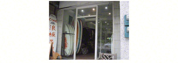 view-of-storefront-cool-ocean-surf-shop-toucheng-yilan-taiwan