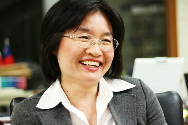 Director of International Affairs Ms. Yi-Juen Chen (Iris Chen) 陳怡君