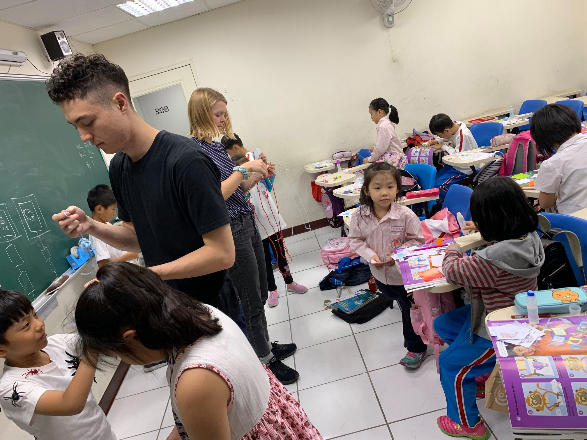 Teaching English and Living in Taiwan Jobs Available 教學工作, J&L English Competitive Pay! Great Benefits! Long-Term Position in a Stable Well-Run Progressive School! image