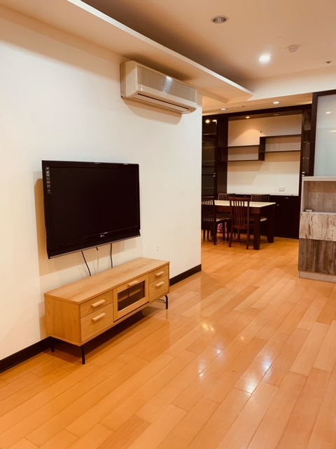 Teaching English and Living in Taiwan Apartments for One Family, XINDIAN QIZHANG MRT (GREEN LINE) SOPHISTICATED & SPACIOUS 24H SECURITY FULL KITCHEN W/LOTS OF STORAGE SPACE image
