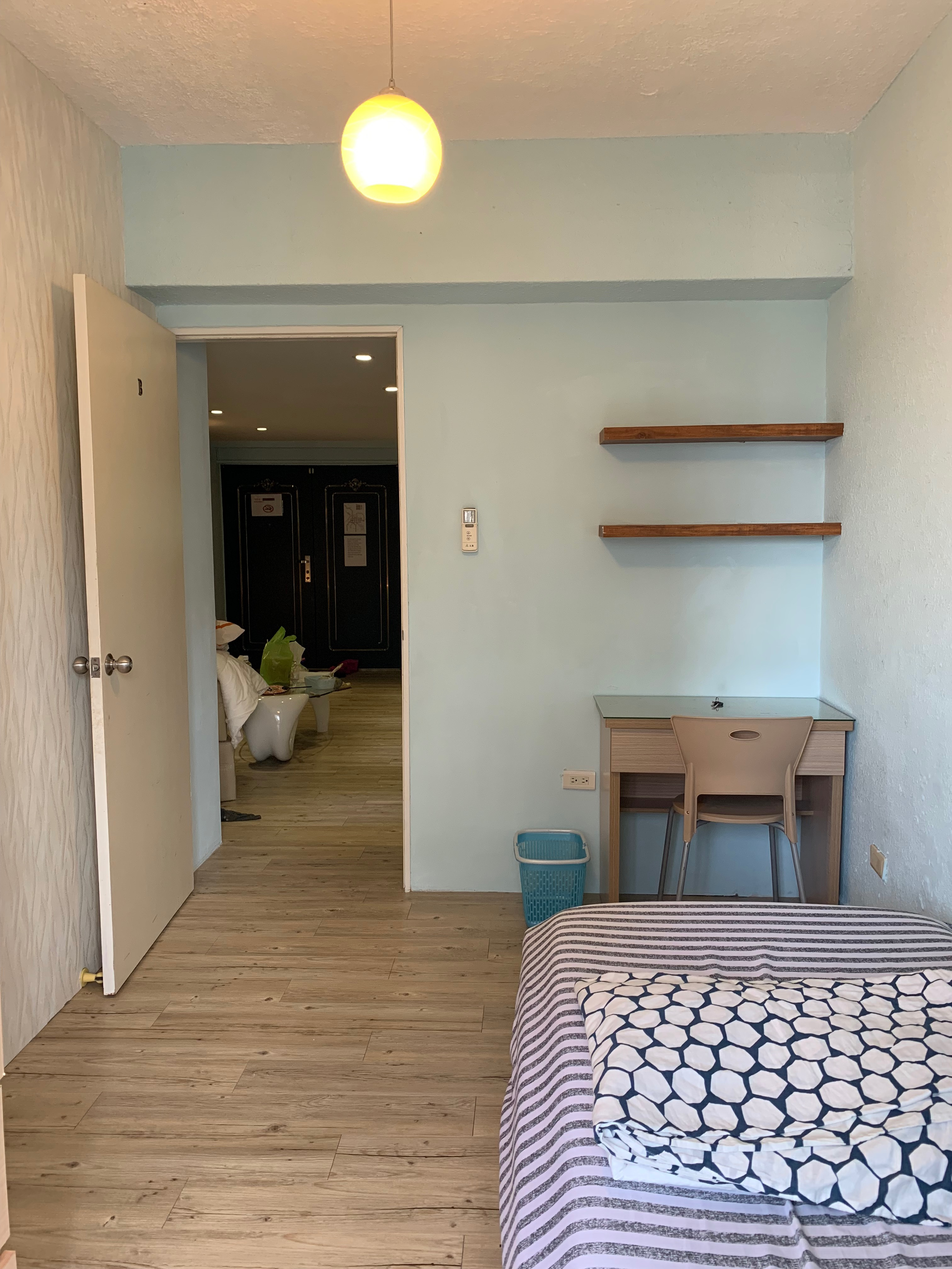 Teaching English and Living in Taiwan Apartments to Share, Bright cozy room with balcony from Feb 22 ( 2 month ~ flexible rental) Guting, NTNU, NTU image