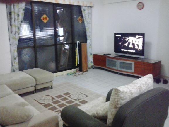 Teaching English and Living in Taiwan, cozy room sharing for a good tenant image