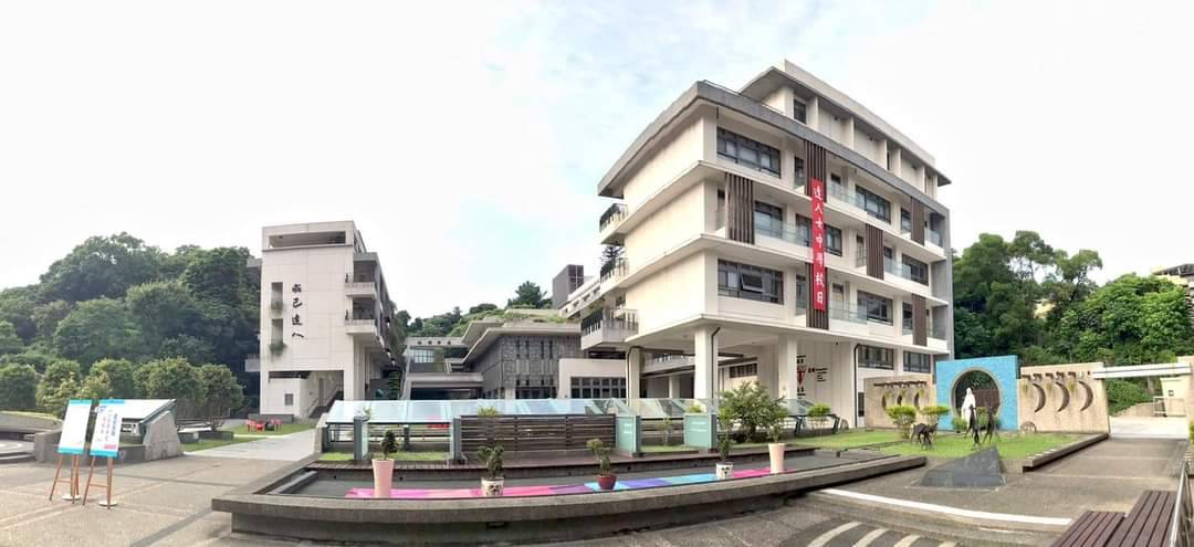 Teaching English and Living in Taiwan Jobs Available 教學工作, DaRen Girls' High School 3 Open Teaching Positions at a Private School in Neihu with Competitive Salaries!  image