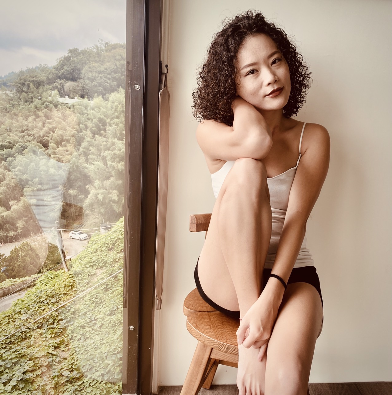 Teaching English and Living in Taiwan, Young & Athletic-looking Asian girl looking for modeling  image