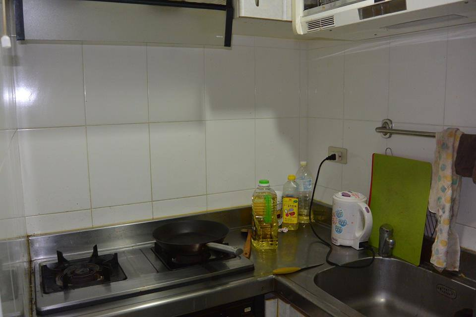 Teaching English and Living in Taiwan Apartments to Share, 1 min to Yongan Marketing MRT  image